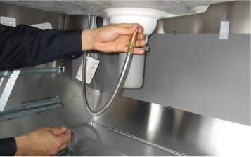 シンク下の水漏れ ホースの取り替え